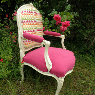 fauteuil rose triangle